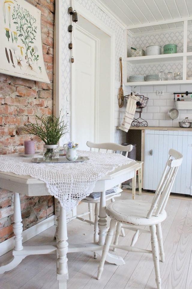 стиль шебби шик в интерьере кухни фото кирпичная стена аксессуары декор