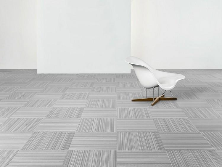 светло серый ковролин в интерьере фото палас на пол графический узор квадраты