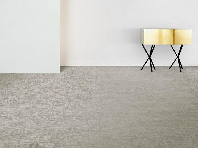светло серый ковролин в интерьере фото палас на пол графический узор