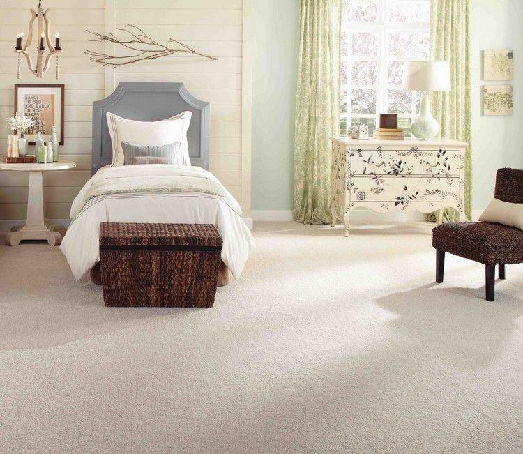 светлый бежевый ковролин в интерьере фото палас на пол спальня