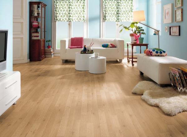 светлый ламинат в интерьере гостиной фото голубые стены белая мебель