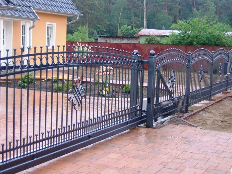 металлические откатные ворота фото с узором частный дом