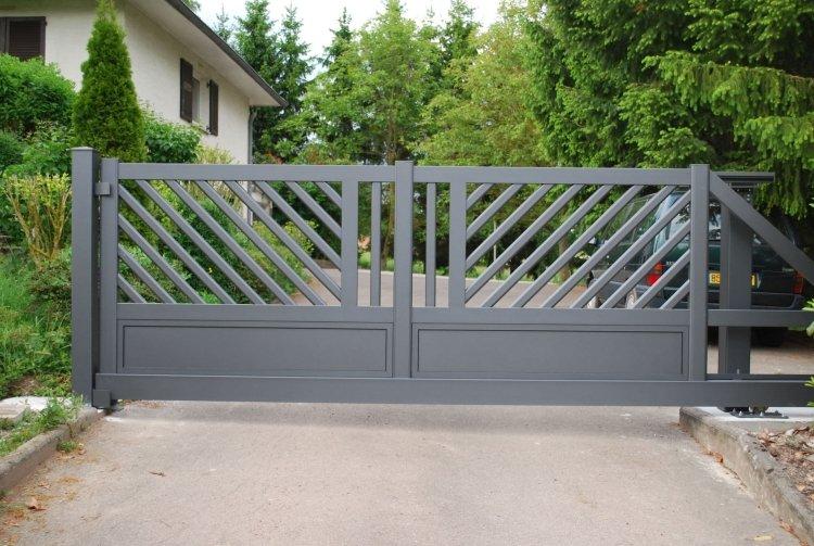 современные металлические откатные ворота фото