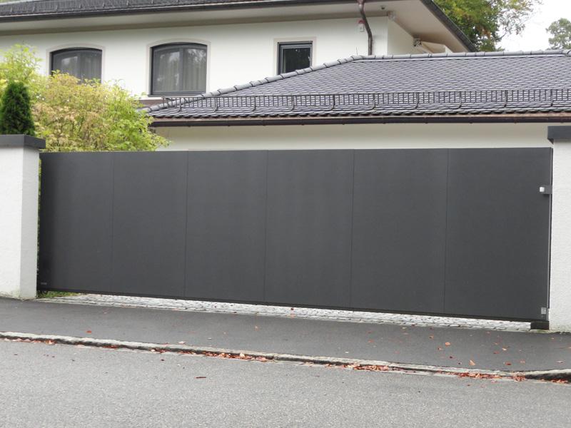 сплошные металлические откатные ворота фото из металла частный дом