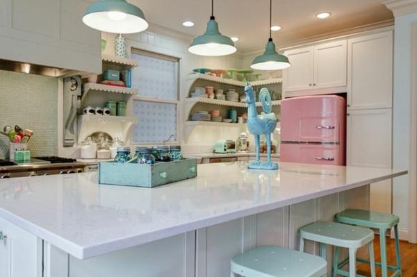 retro-kuchen-kucheninsel-barhocker-pendelleuchten