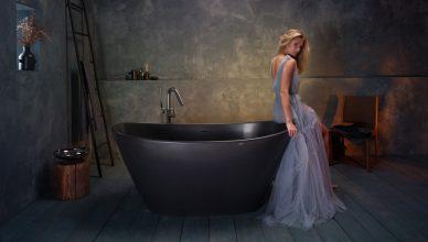 Красивая черная ванна из литого камня 1