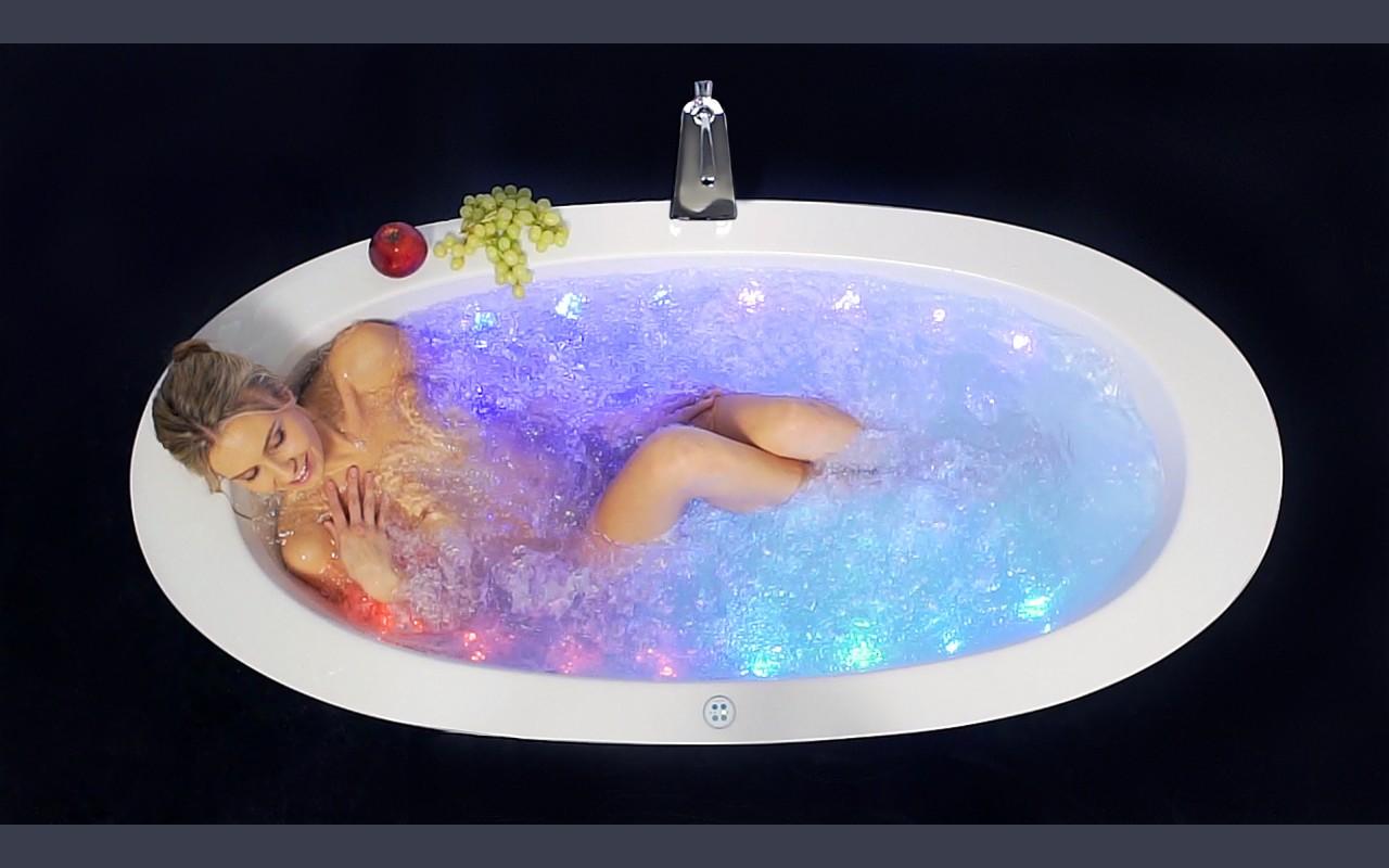 Роскошная ванна джакузи с гидромассажем 1