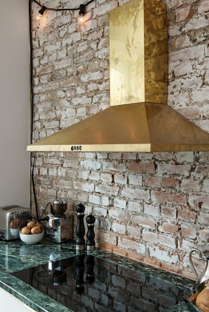 кухня под кирпич кирпичная стена на кухне фото