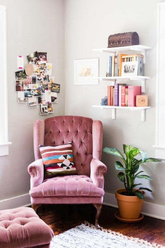 бархатный диван в интерьере фото